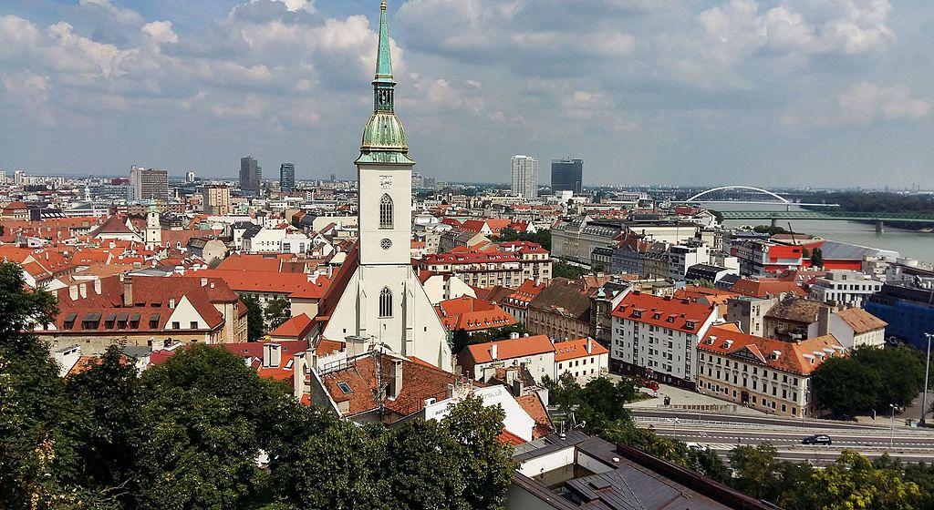Panorama Bratislave gledajući sa dvorca